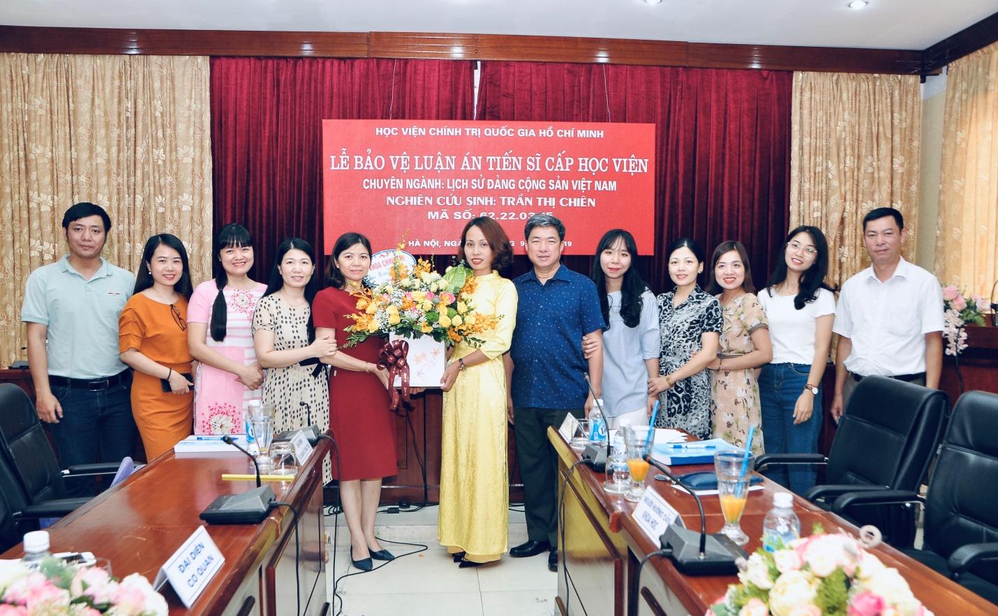Lễ bảo vệ Luận án Tiến sĩ lịch sử của NCS Trần Thị Chiên